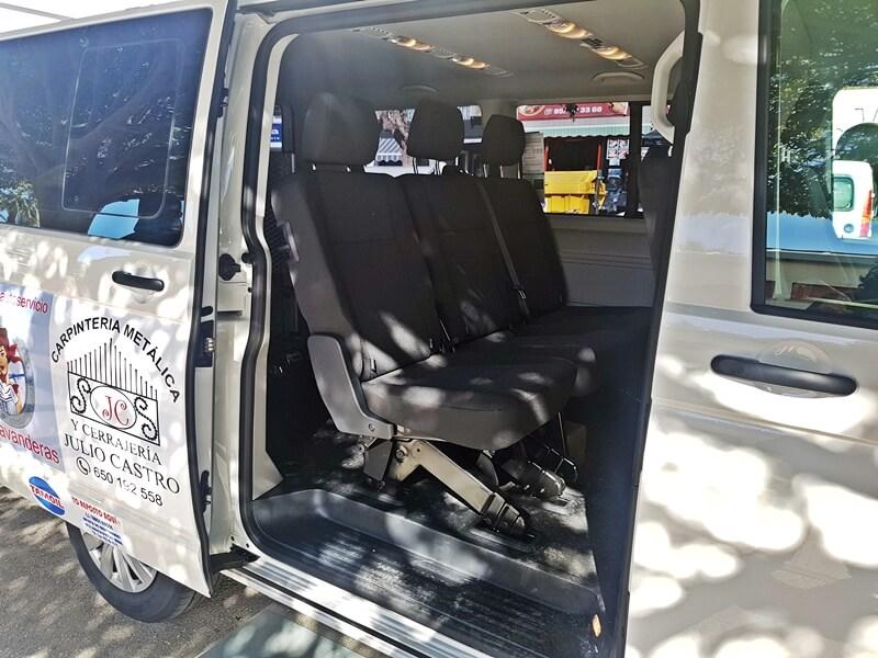 Interior del taxi, parte trasera