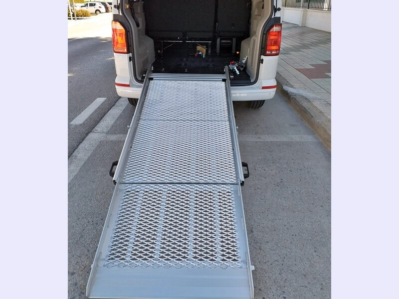 Detalle rampa accesible silla de ruedas