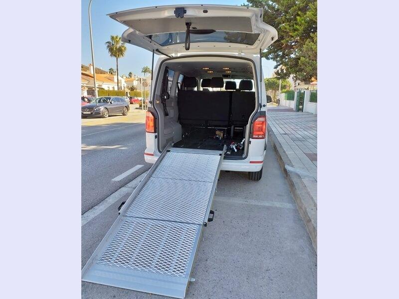 Rampa accesible silla de ruedas desplegada